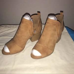 🔥 🔥🔥 Vegan Suede Cutout Ankle Boots by Qupid